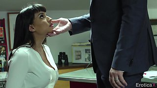 Manuel Ferrara fucks bodacious woman Mercedes Carrera in the office