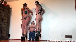 Another Midget vs 2 Tall women