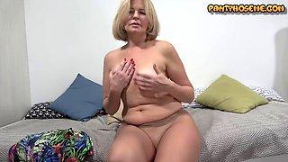 Older milf cindy in nude pantyhose giving solo masturbation show