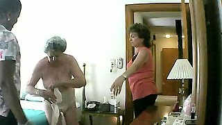 Curvy amateur granny exposes her naked body on hidden cam
