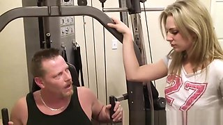 Gym babe blowing dick