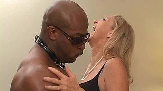 Annabelle Brady, white granny fucked by black bodybuilder