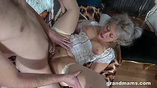 Hot mature gets the dick of her young nephew in both holes