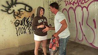 Graffiti-kunstlerin Mit Super Hupen Gefickt