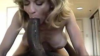 Mature fuck a huge black cock (Camaster)