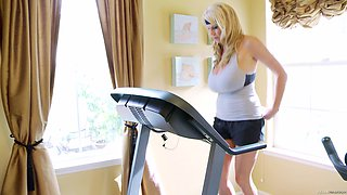 Hot chick Kelly Madison loves working out while being naked