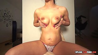 Flexible babe enjoys showing off her pussy