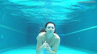 Wet Sazan Cheharda sexy naked swimming