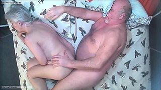 2 average people having raw sex