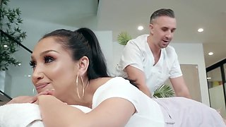 Hot Latina Gets Fucked By The Masseur With Vicki Chase