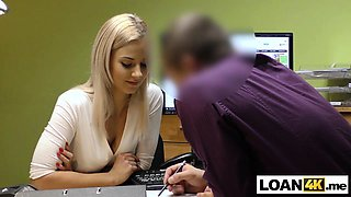 Young girl in trouble after a car crash needs a loan